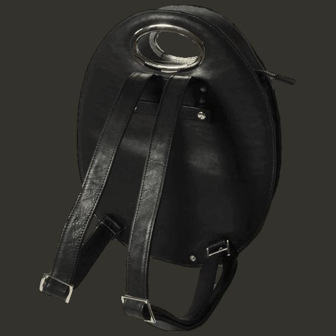 zwarte-zalmleer-rugtas-achterkant-handgemaakt-hiptassen