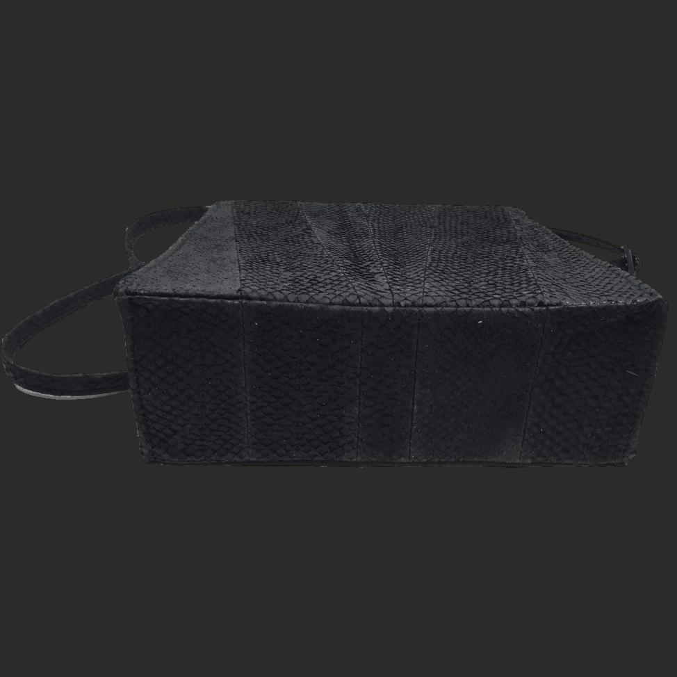 zalmleer-zwarte-handtas-onderkant