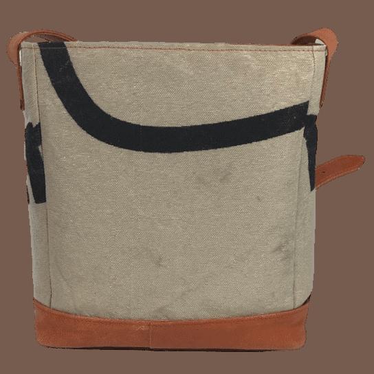postzak-handtas-postnl-oranje-leer-achterkant-hiptassen-opmaat-gemaakt
